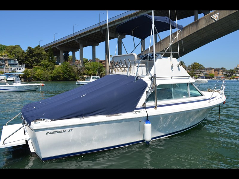 bertram 25 flybridge 338000 005