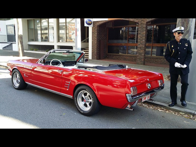 ford mustang 340709 001
