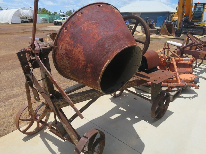 unknown trailable cement mixer 344026 003