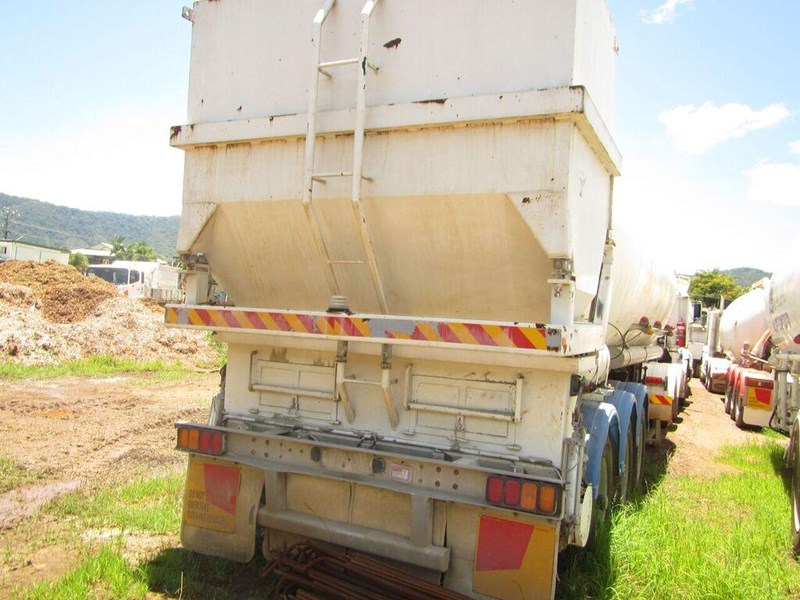 kockums semi triaxle lime or cement spreader (with super singles) 349150 003