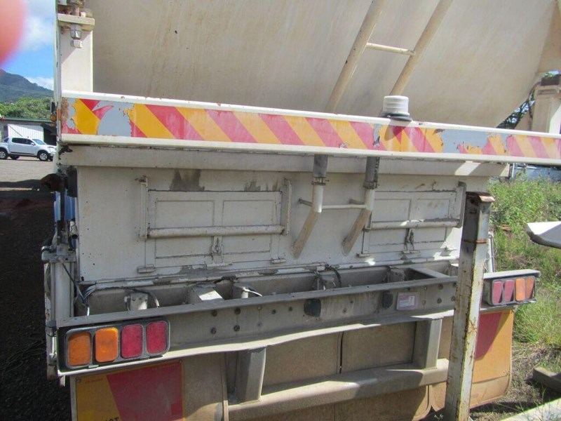 kockums semi triaxle lime or cement spreader (with super singles) 349150 008