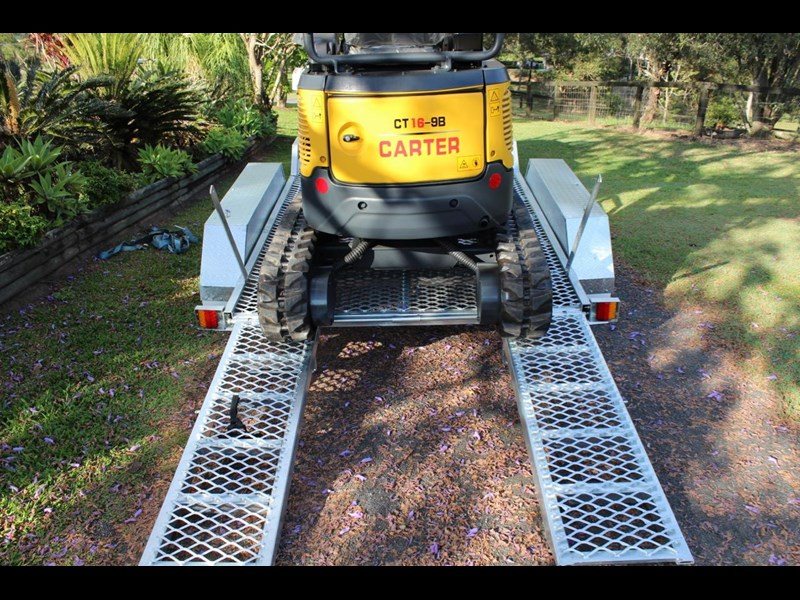 carter yanmar powered zero swing with plant trailer 349558 017