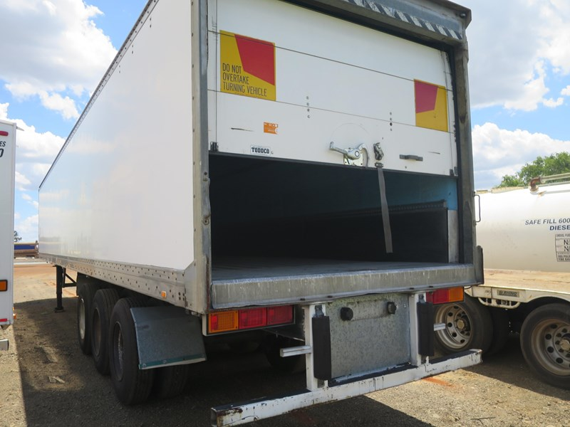 maxitrans st3-od triaxle regrigerated pantech 352897 004