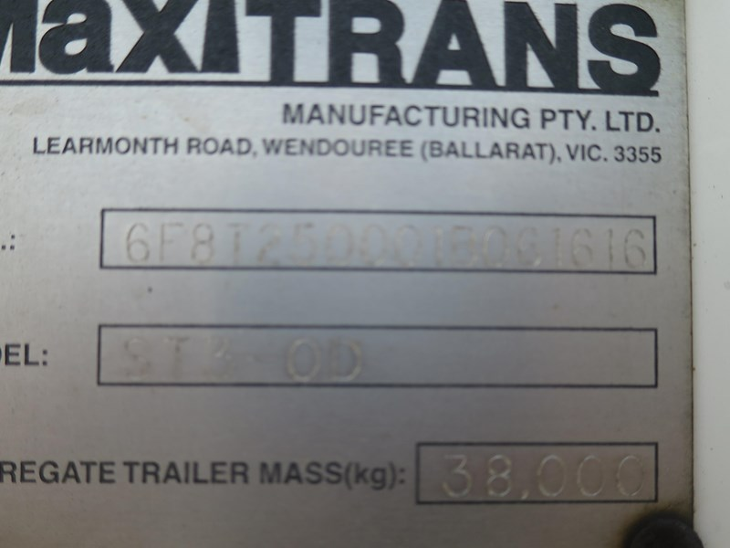 maxitrans st3-od triaxle regrigerated pantech 352897 010