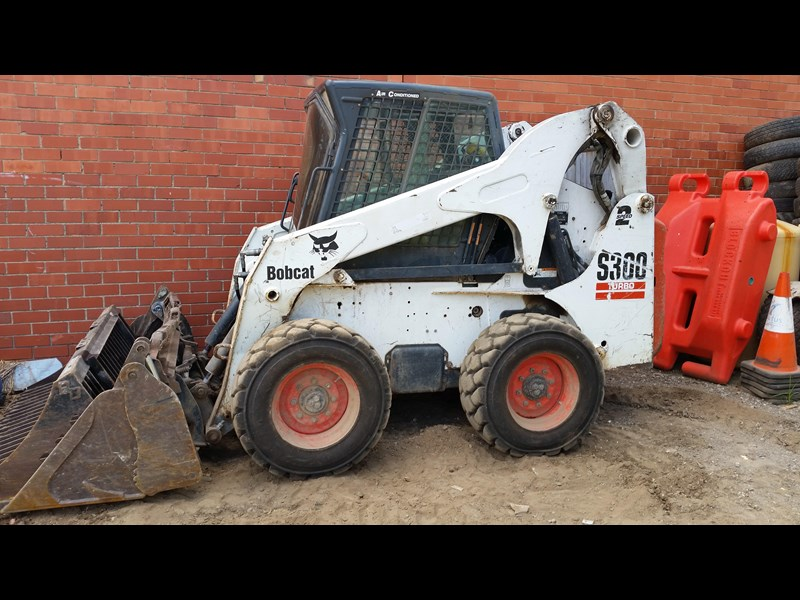 bobcat s300 skid steer loader 355539 001