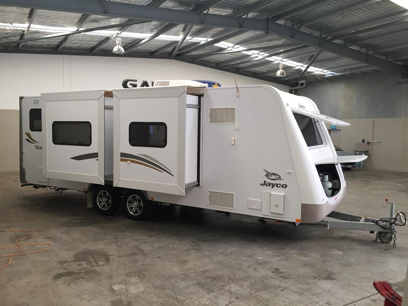 jayco stirling with twin slide-out caravan 359384 002