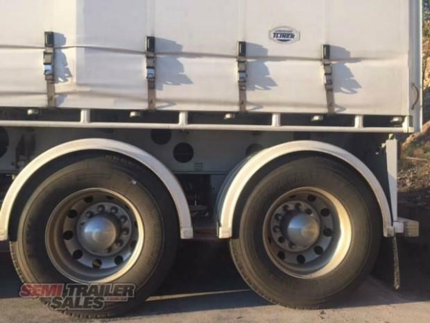 freighter semi 19m curtainsider b double set 307752 010