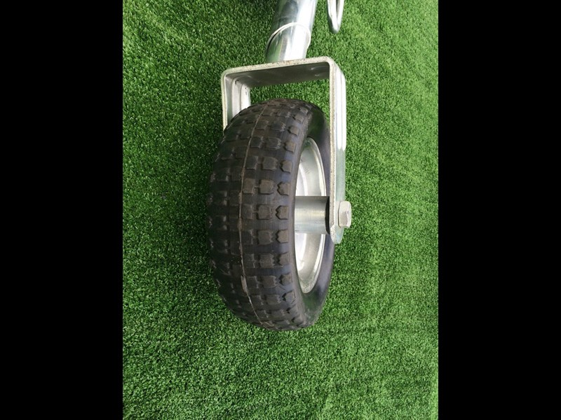 other 10'' solid tire jockey wheel 371427 009