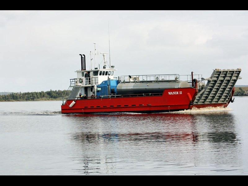 landing barge for hire 371953 001