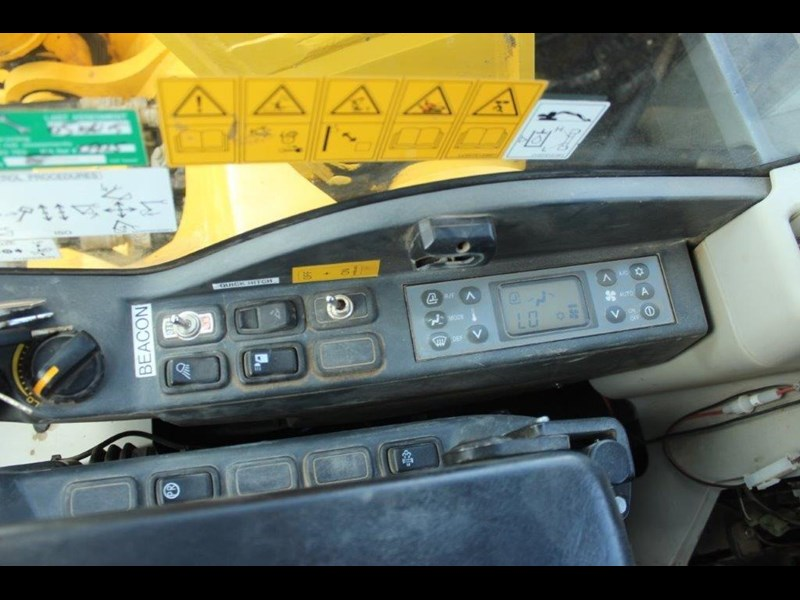 new holland e140c 267912 036