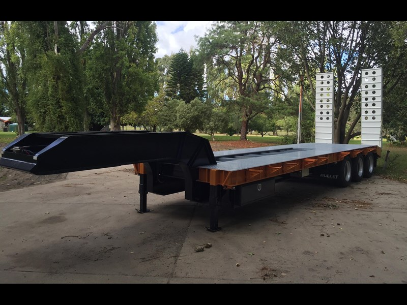 bullet tri axle low loader 295564 014