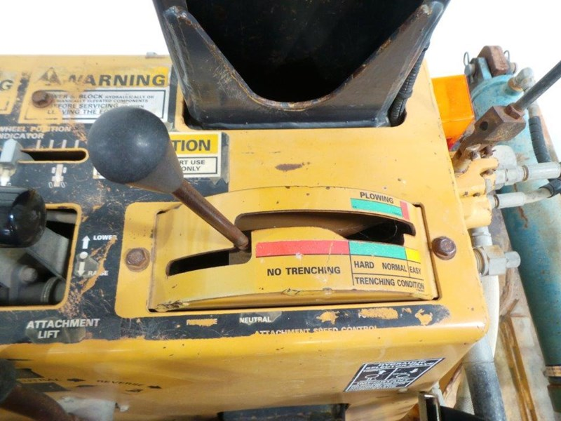 case 560 trencher 376046 033