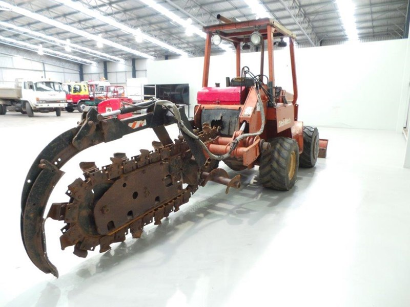 ditch witch 5110dd ride on trencher 376558 011