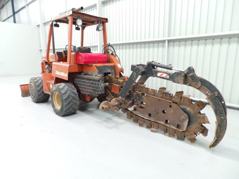 ditch witch 5110dd ride on trencher 376558 009