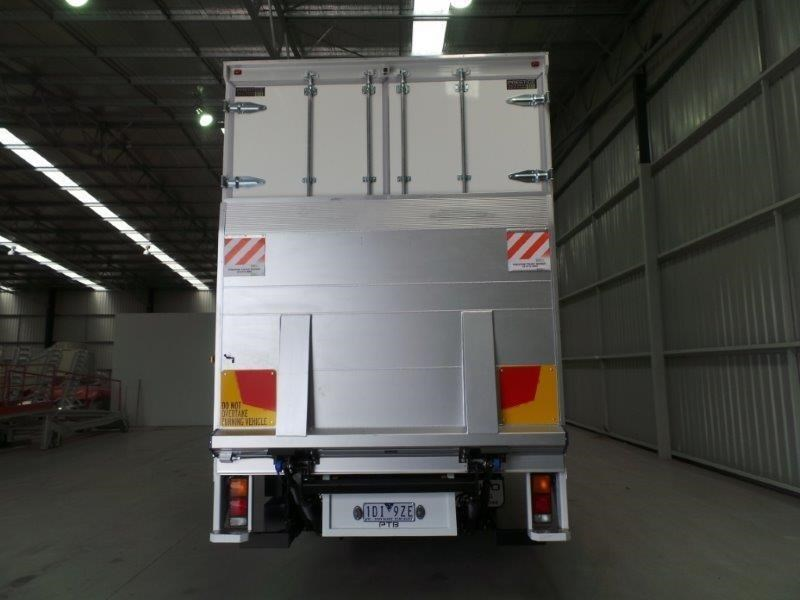 fuso fighter 1227 381919 004