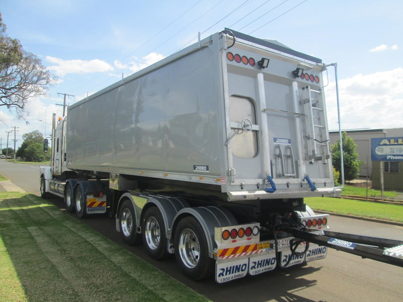 rhino triaxle b double/ road train 140818 005