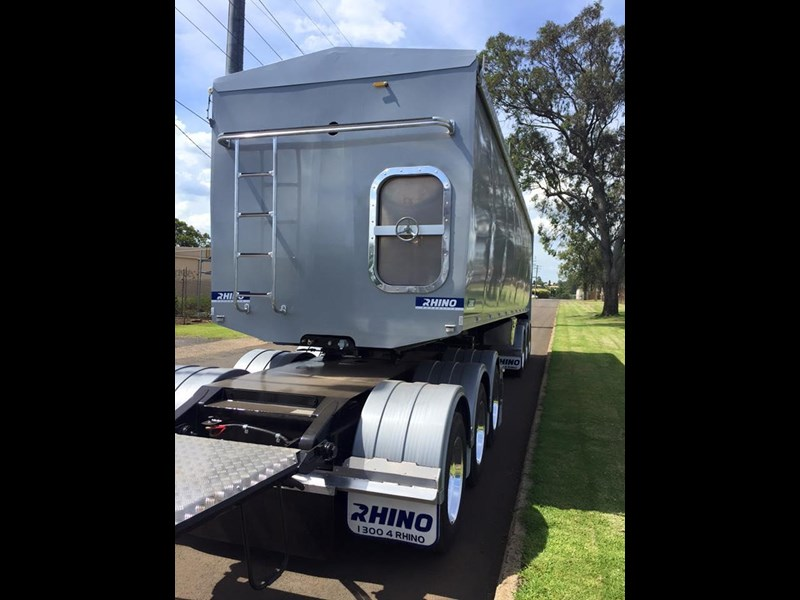 rhino triaxle b double/ road train 140818 011
