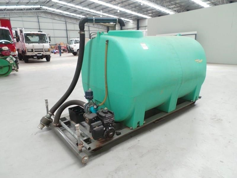 workmate 4000 litre poly tanks 20989 009