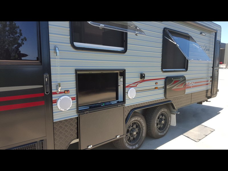 universal caravans 24ft crystal river 393127 007