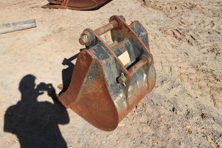 caterpillar 600mm backhoe bucket 393116 004