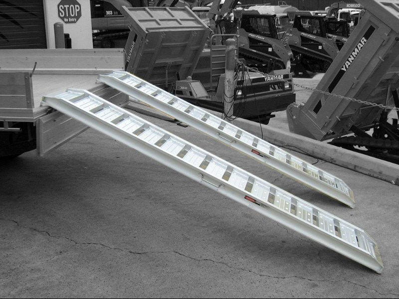 rhino 1800.kg aluminium loading ramps - kanga / dingo / bobcat / skid steer loading ramps [attramp] 394515 005