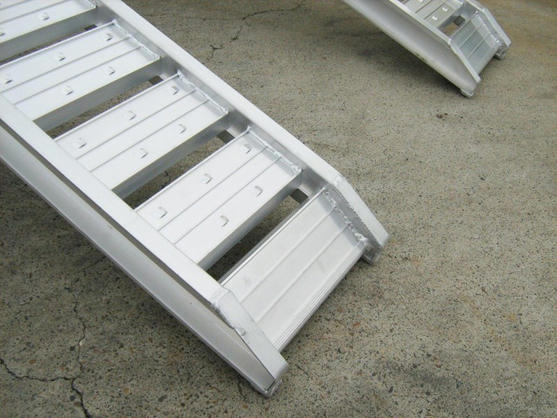 rhino 1800.kg aluminium loading ramps - kanga / dingo / bobcat / skid steer loading ramps [attramp] 394515 013