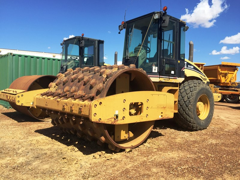 caterpillar cs-563e compactor 395862 001