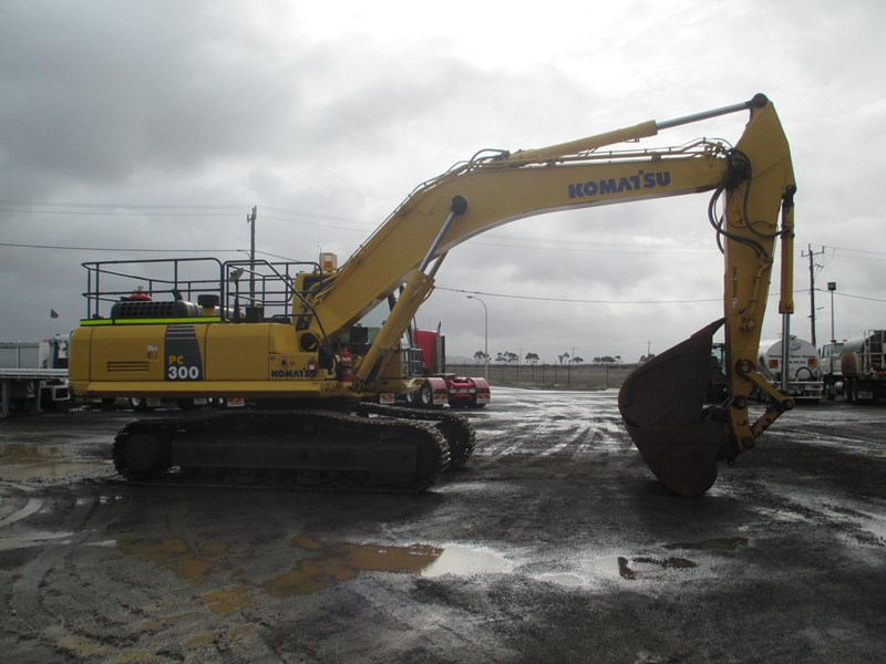 komatsu pc300-8 (also available for hire) 396289 017