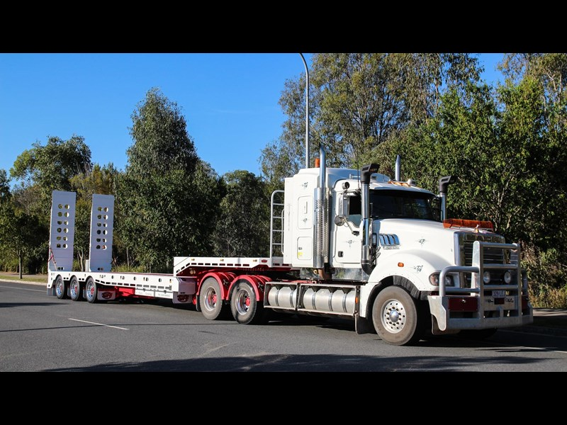 tuff trailers 3x4 or 4x4 drop deck/ low loader / deck widening float / 4.5m ag widening trailer 398283 009