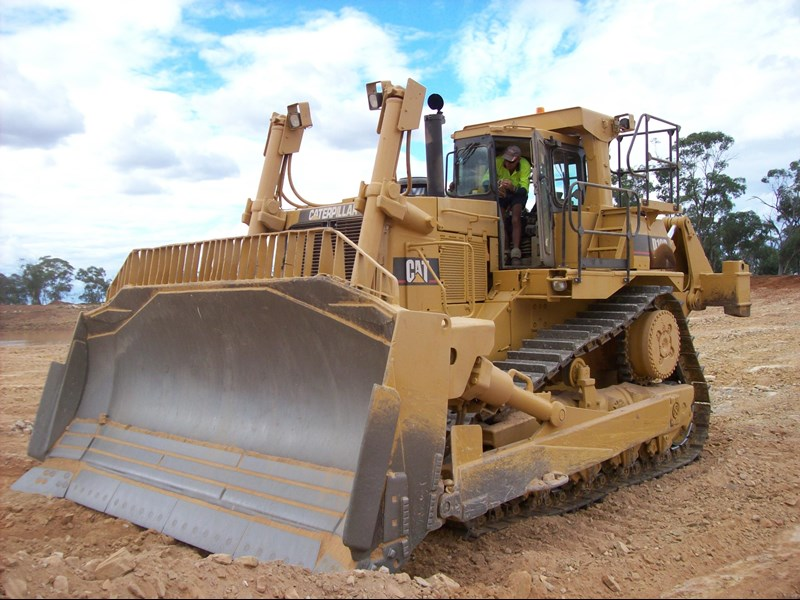 caterpillar d10r dozer 110327 001