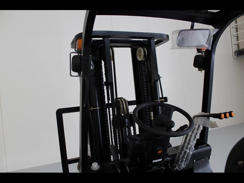 wecan diesel forklift with 3 stage container mast 403386 013