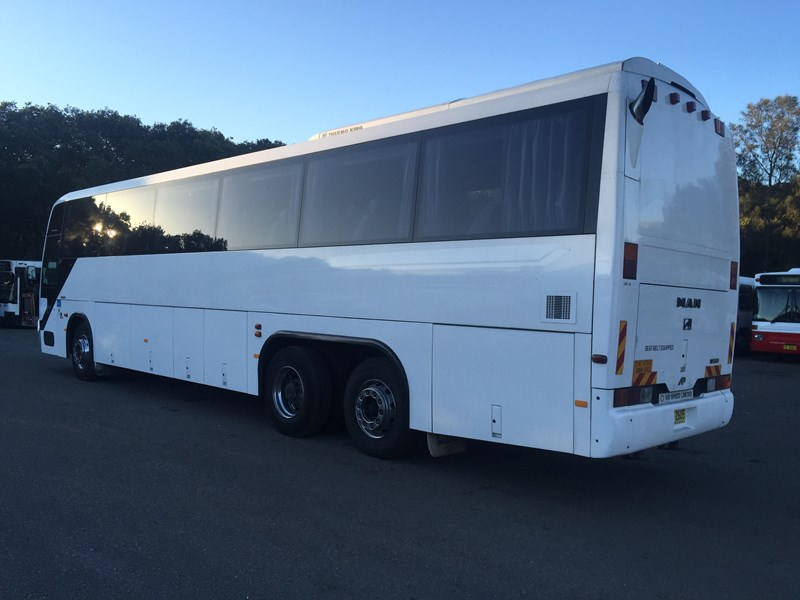 man 22.370 tag axle coach, 1998 model 403666 007