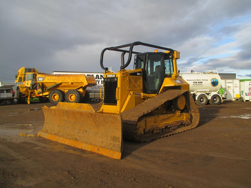 caterpillar d6n lgp dozer (also available for hire) 404947 013