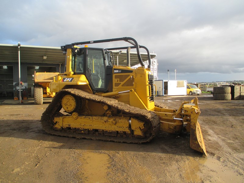 caterpillar d6n lgp dozer (also available for hire) 404947 025