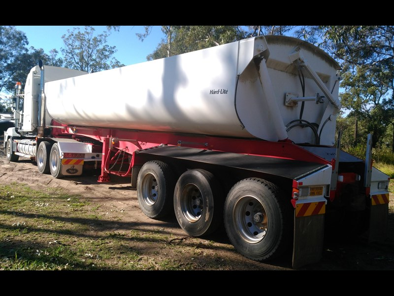 road west tri-axle side tipper 406699 001