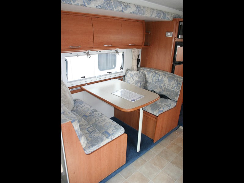 winnebago (avida) freewind 407468 011