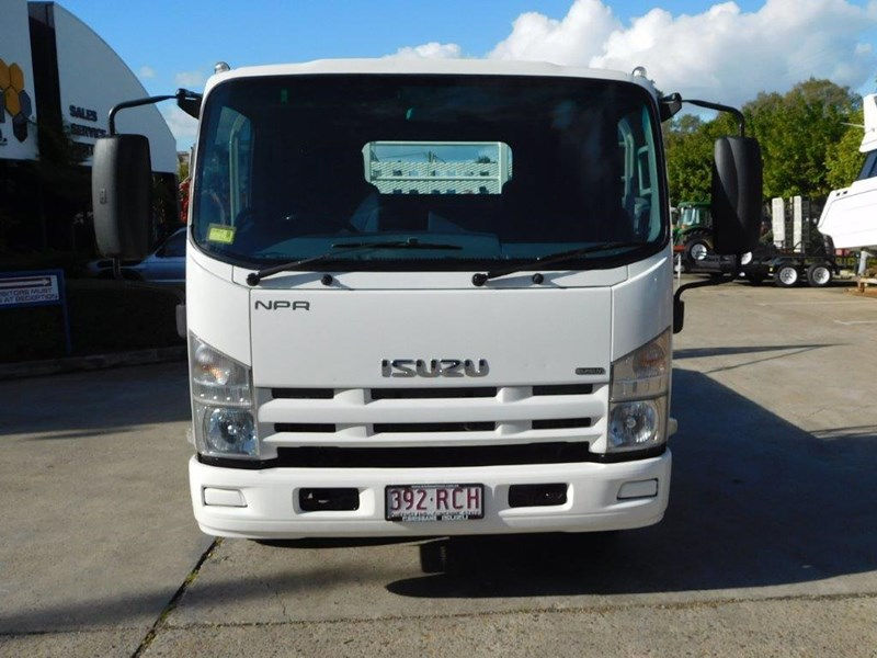 isuzu npr300 medium 408079 003