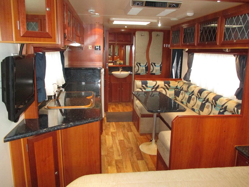 traveller penthouse semi off road 24'..full ensuite...sold... 408943 043