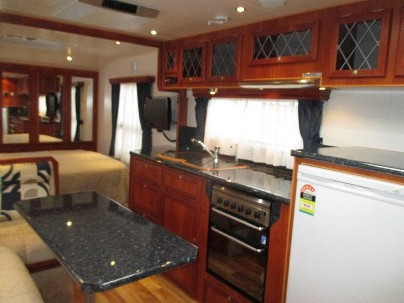 traveller penthouse semi off road 24'..full ensuite...sold... 408943 049