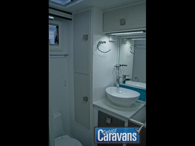 retreat caravans hamilton 410201 055