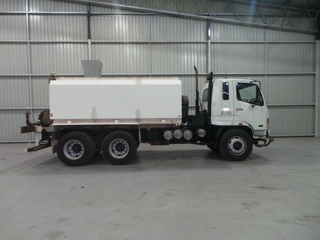 mitsubishi fn600 12000 litre 6x4 water truck 410275 006
