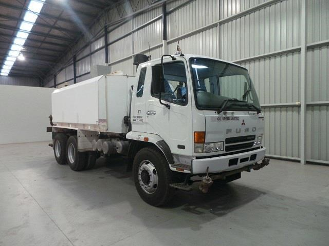 mitsubishi fn600 12000 litre 6x4 water truck 410275 007