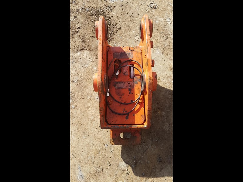 essex auto quick hitch 5t excavator 411996 005