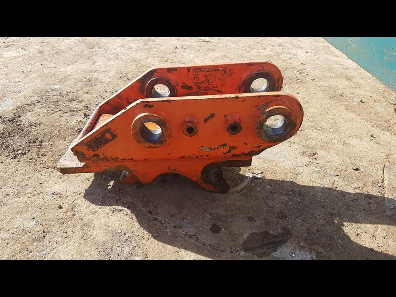 essex auto quick hitch 5t excavator 411996 007