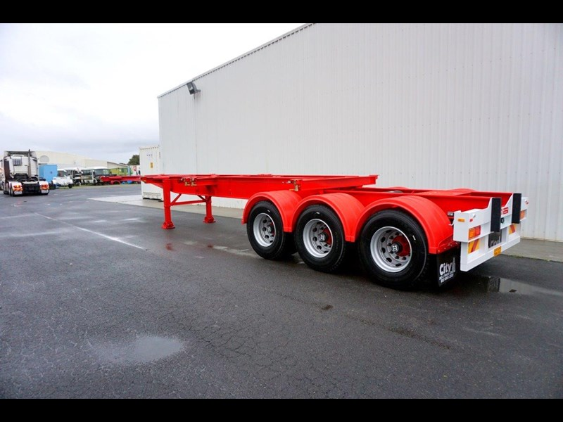 cbtc australian made tri-axle retractable skel trailers 413709 003