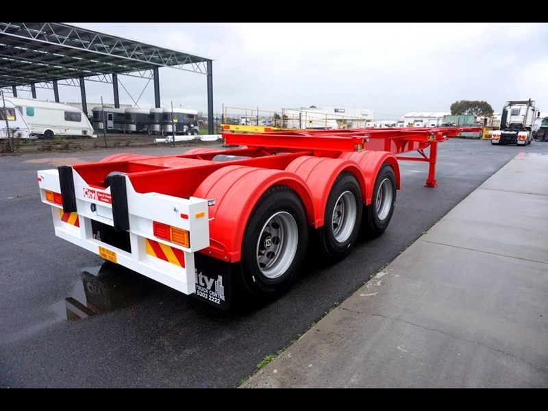 cbtc australian made tri-axle retractable skel trailers 413709 009