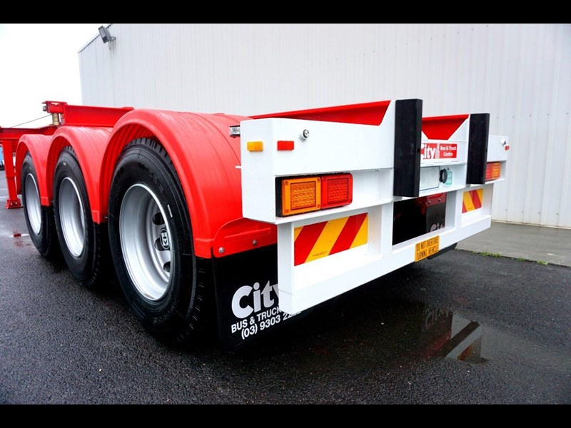 cbtc australian made tri-axle retractable skel trailers 413709 011