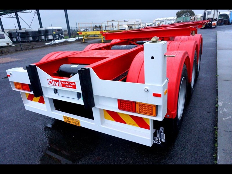 cbtc australian made tri-axle retractable skel trailers 413709 025