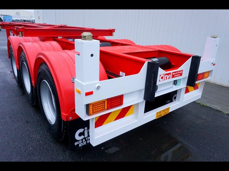 cbtc australian made tri-axle retractable skel trailers 413709 027
