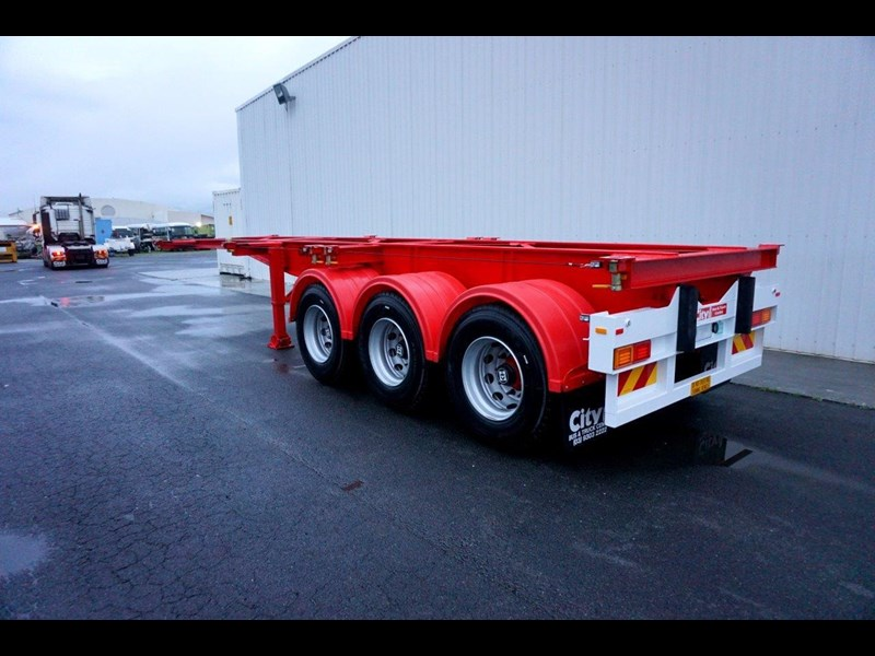 cbtc australian made tri-axle retractable skel trailers 413709 031